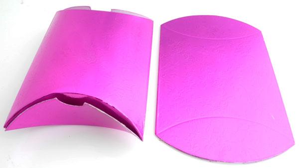 Cajas para regalos de cart n decoradas con rosas y con for Cajas de regalo de carton