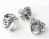 Metal fingerring decorated ± 25x28mm (inner size ± 18mm) with setting for SWAROVSKI ELEMENTS 4120 ± 18x13mm Fancy Stone